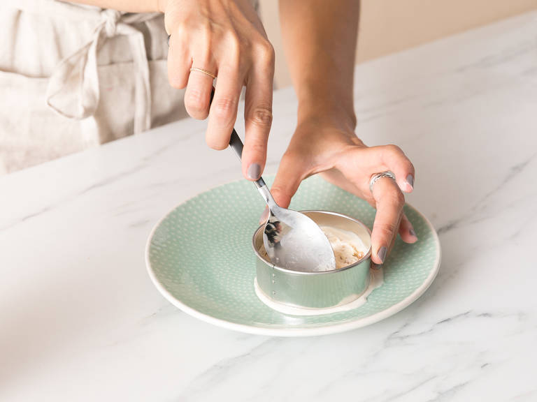 Scoop the ice cream into a round cookie cutter placed on a plate. Smooth the top with the back of the ice cream scoop so you have a flat disc. Repeat for each sandwich. Transfer to the freezer and freeze until solid, approx. 2 hours.