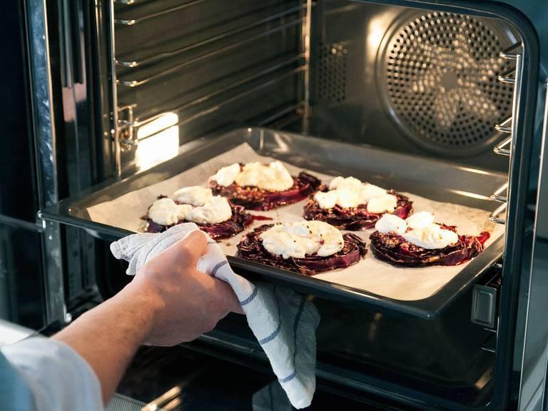 Bake at 160°C/320°F for approx. 20 min. Afterwards, remove from the oven and spread goat cheese onto red cabbage slices. Drizzle maple syrup on top and keep baking for approx. 5 min.. or until the goat cheese turn lightly brown.
