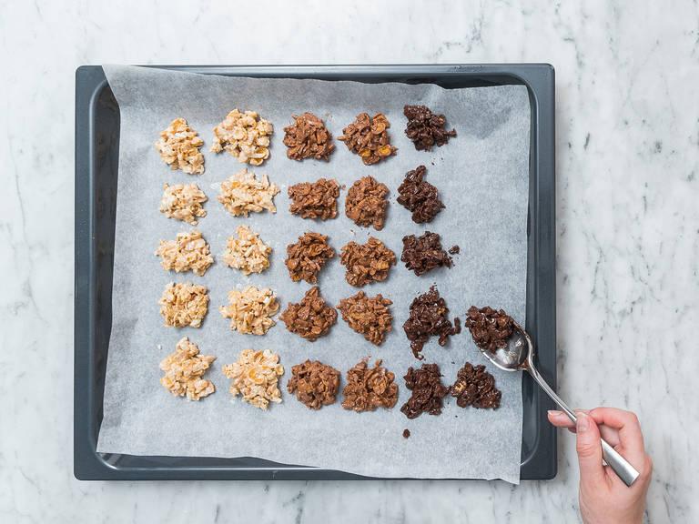 将每个口味的巧克力多次勺出,做成一个个份量约1汤匙的小块,放到铺好烘焙纸的烤盘中。静置2小时,让其凝固。尽情享用吧!