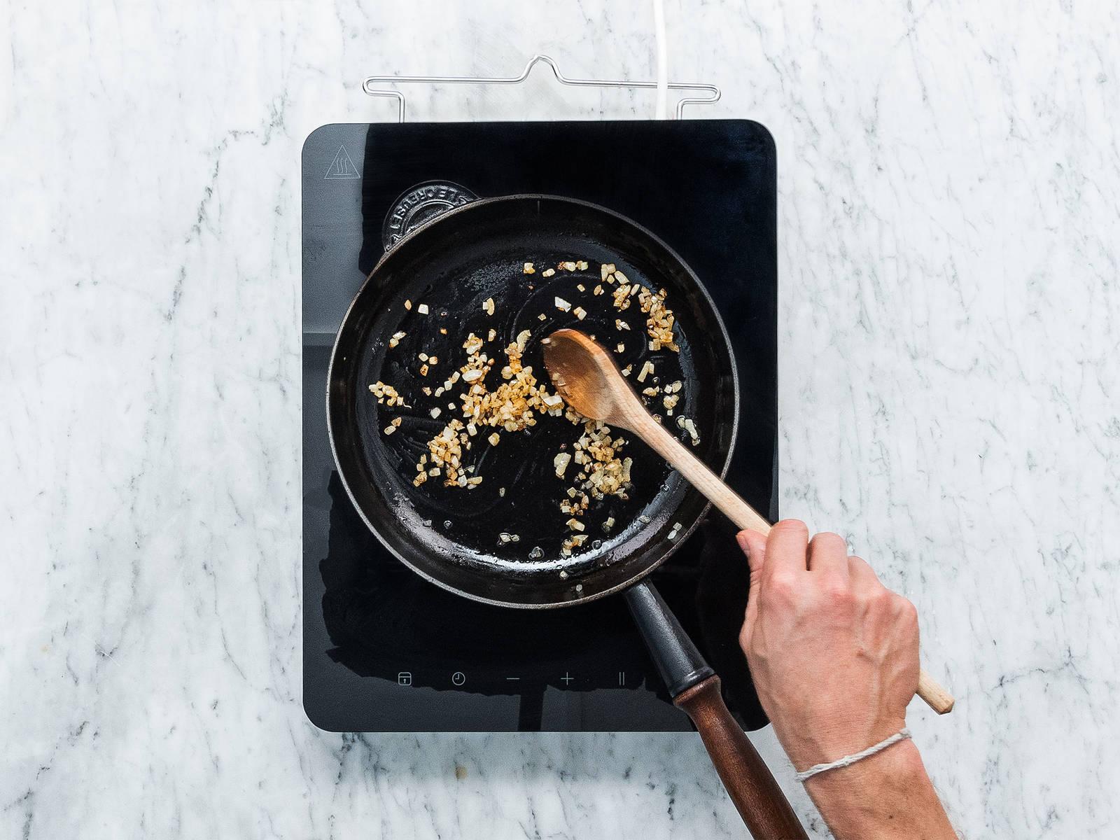 pasta mit schneller tomatenso e rezept mit video kitchen stories. Black Bedroom Furniture Sets. Home Design Ideas