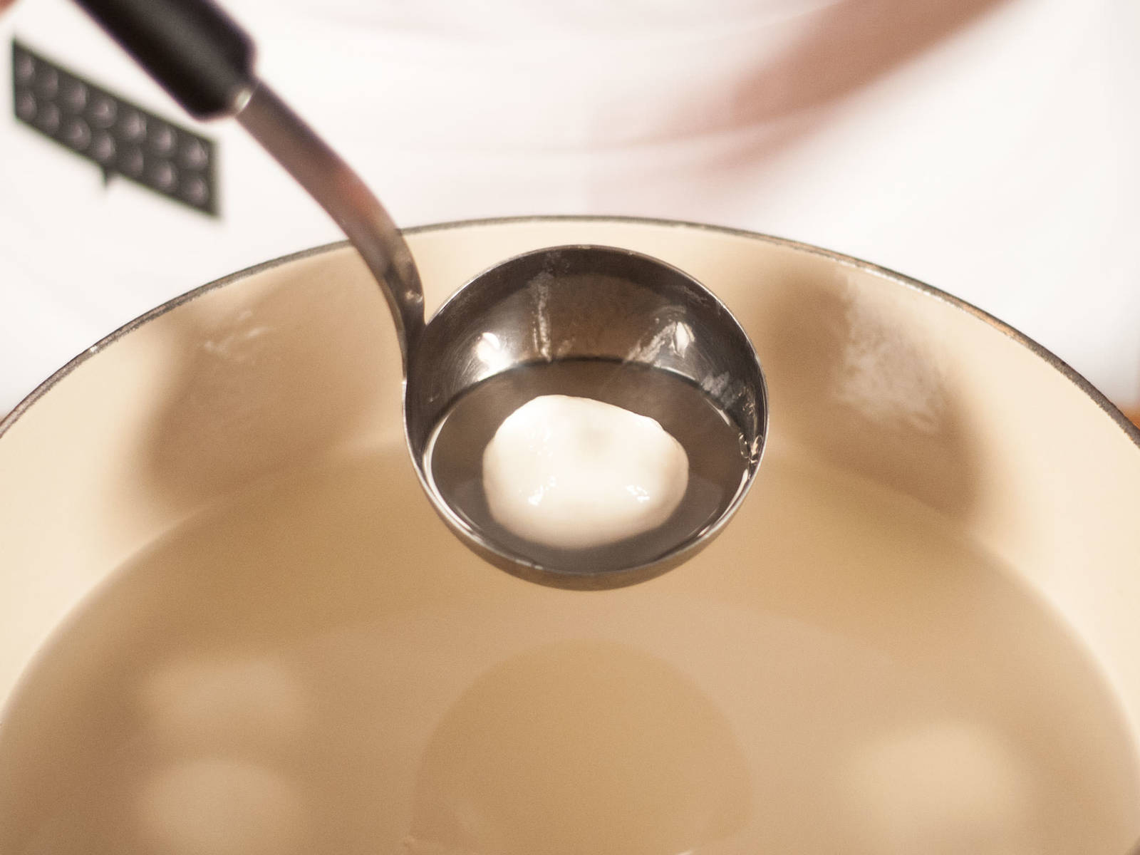 Add water to a large saucepan and bring to a boil. Place balls in boiling water and reduce heat. Immediately stir to avoid sticking. Cover and allow to steep for approx. 3 – 5 min. until dumplings rise to the surface. Serve with cooking water.