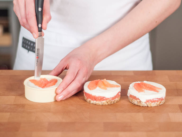 Then arrange several grapefruit slices on top. Transfer baking forms to refrigerator and allow to set for approx. 2 hours. Remove from refrigerator and run a knife around the edges. To serve, press on bottoms of baking forms to separate from edges. Then remove bottoms of baking forms and transfer to plates to serve. Enjoy as a fresh treat!