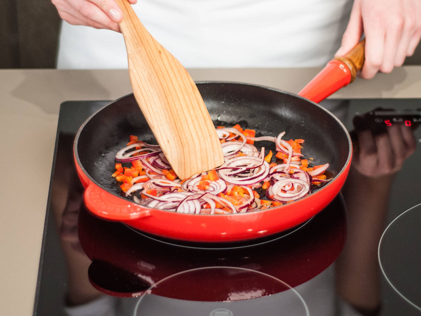 Heat up butter in a frying pan and sauté onions over medium heat for approx. 1 – 2 minutes. Then, add the bell pepper and continue to sauté for an additional 2 – 3 min.