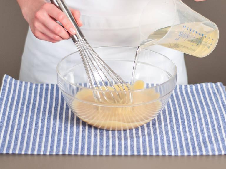 Während konstantem Aufschlagens, langsam das übrige Pflanzenöl in einem dünnen aber stetigem Strahl hinzugeben. Umrühren bis eine cremige Soße entsteht. Mit Salz und Pfeffer würzen.