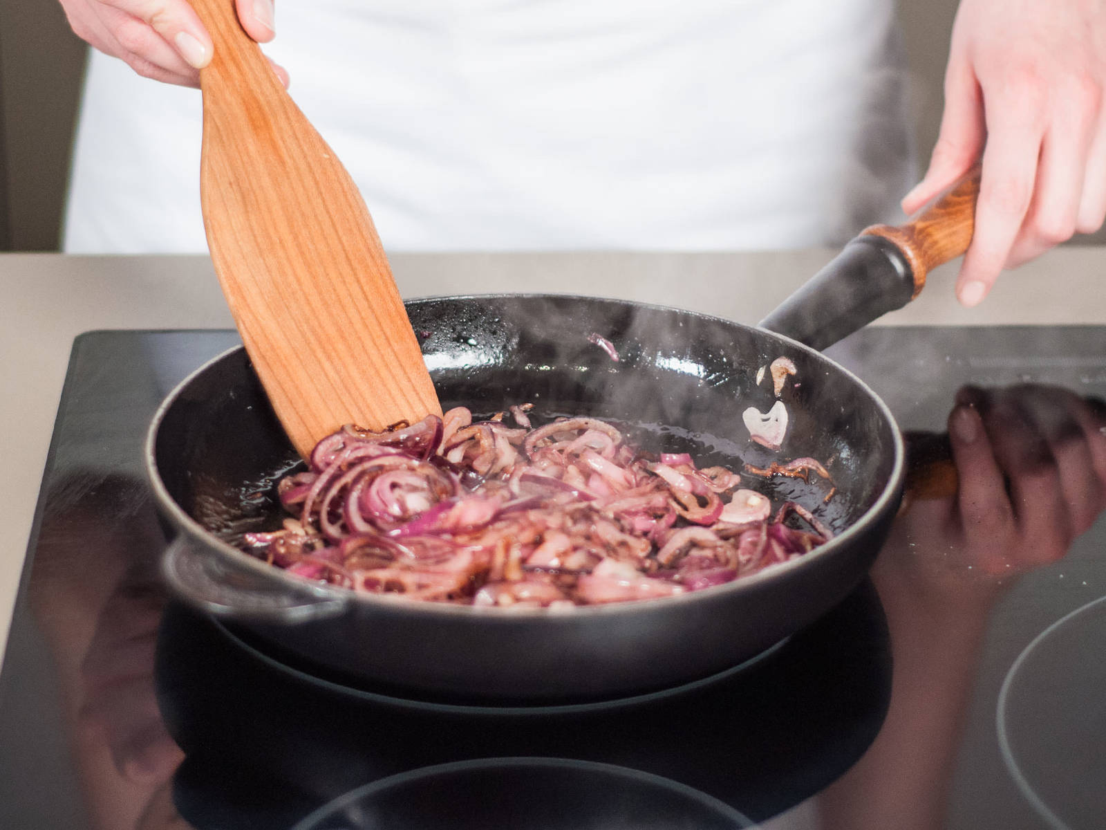 For onion topping, heat vegetable oil in a frying pan over medium heat. Cook four fifths of the onions until soft and translucent, for approx. 8 – 10 min. Remove from heat and set aside.