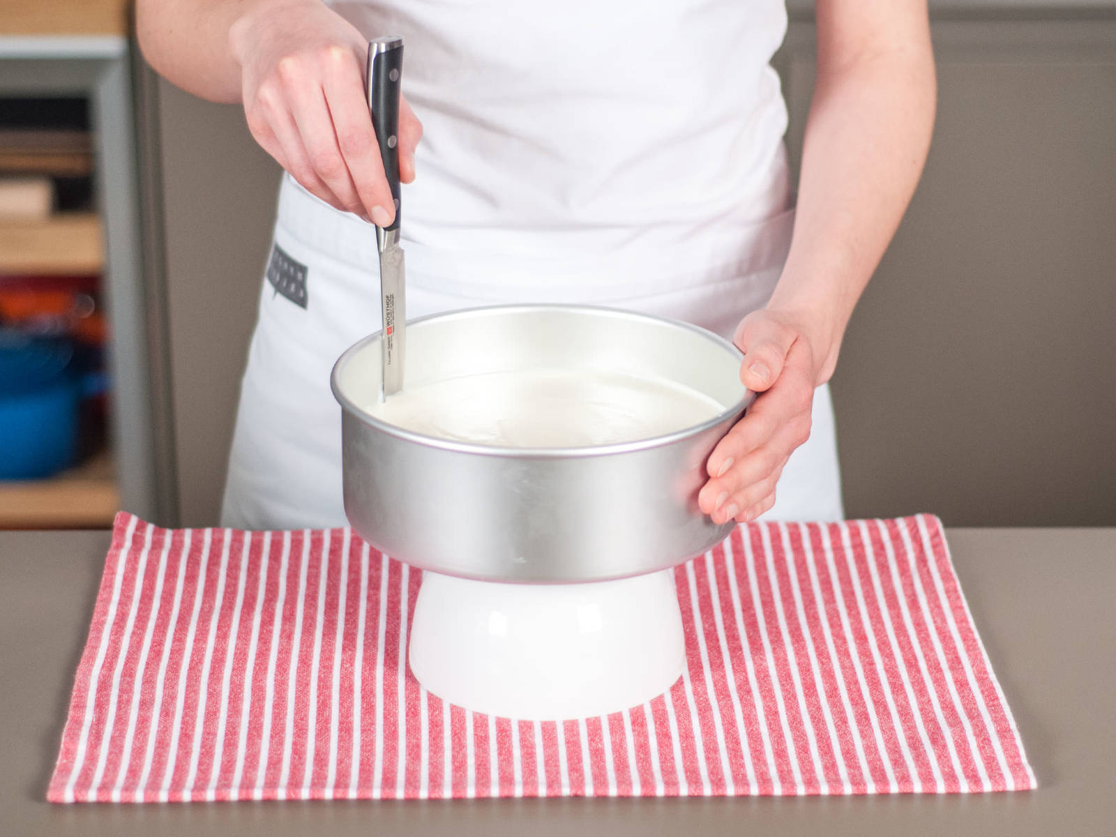 Carefully run knife around the edges of the baking form. Remove cake and transfer to a cake platter.