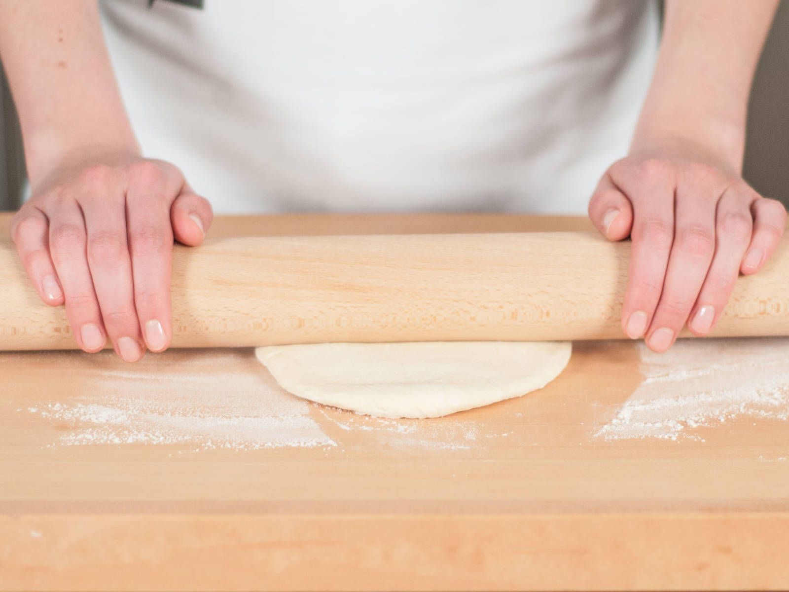 Preheat oven to 220°C/420°F. Next, on a work surface sprinkled with flour, roll out pizza dough until flat.