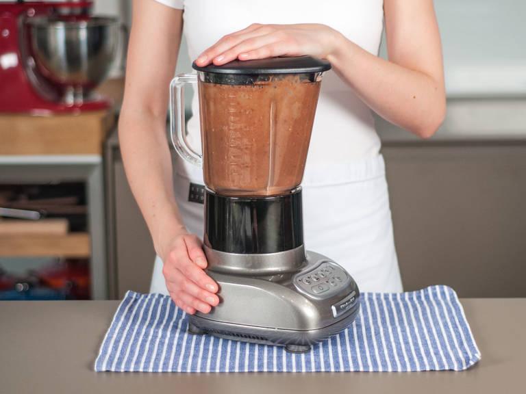 Auf höchster Stufe ca. 2 – 3 Min. cremig pürieren. Zum Frühstück oder als gesunden Snack genießen!