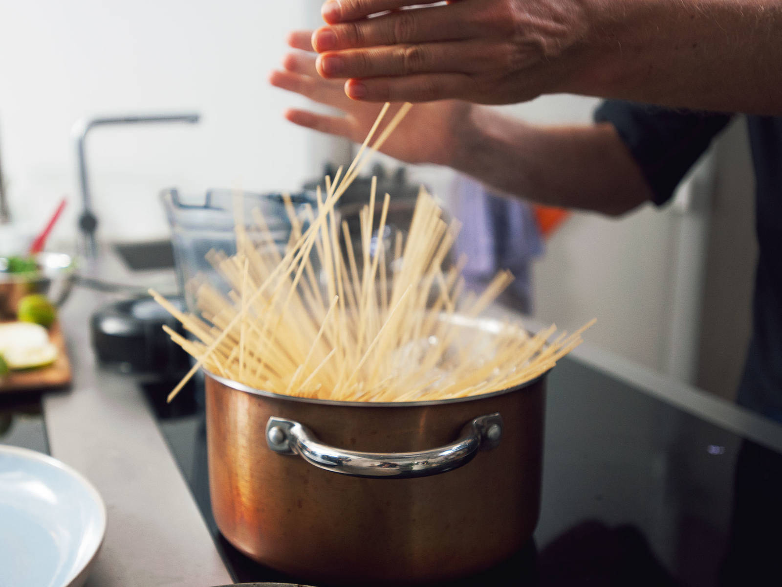 Bring water to a boil in a large pot with a lid over medium-high heat. Salt the water and add spelt spaghetti. Reduce heat to medium and cook for approx. 8 – 10 min., until al dente