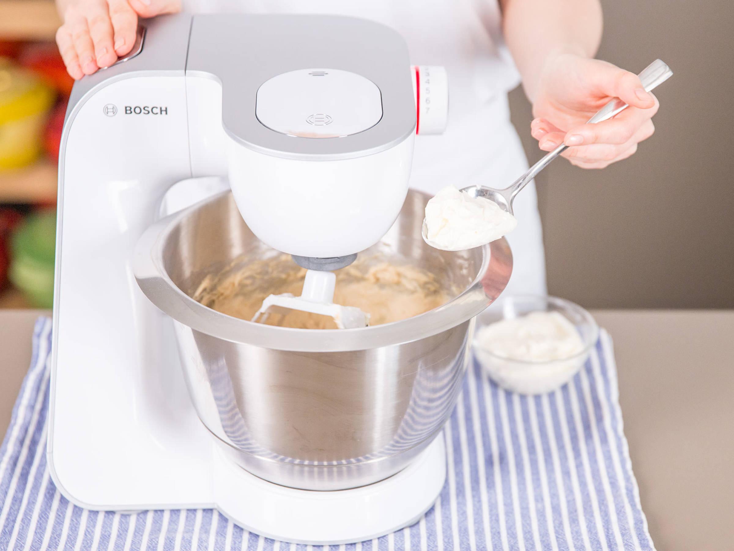 Gest rzter pflaumen thymian kuchen rezepte kitchen stories - Eier kochen ohne anstechen ...