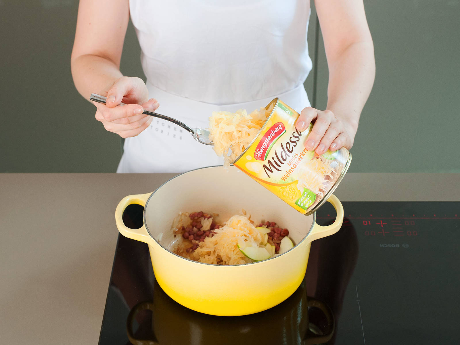 In a small saucepan, cook bacon over medium-high heat for approx. 1 – 2 min. Add onion and apples, and continue to cook for another approx. 2 – 3 min. Next, add sauerkraut, juniper berries, caraway seeds, bay leaf, and white wine. Season to taste with salt and pepper. Stir thoroughly. Reduce heat to low and cook uncovered for approx. 20 min. Remove juniper berries and bay leaf. Drain sauerkraut thoroughly and set aside.