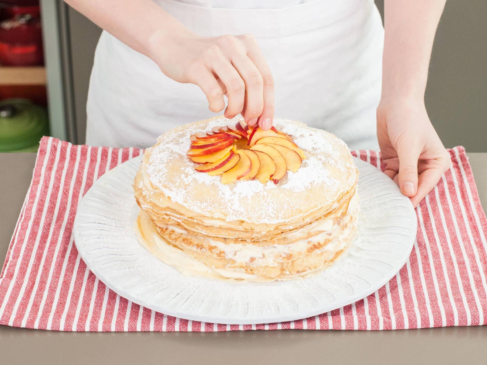 冷藏蛋糕至少四小时或过夜。享用前,用油桃片和糖粉装饰!