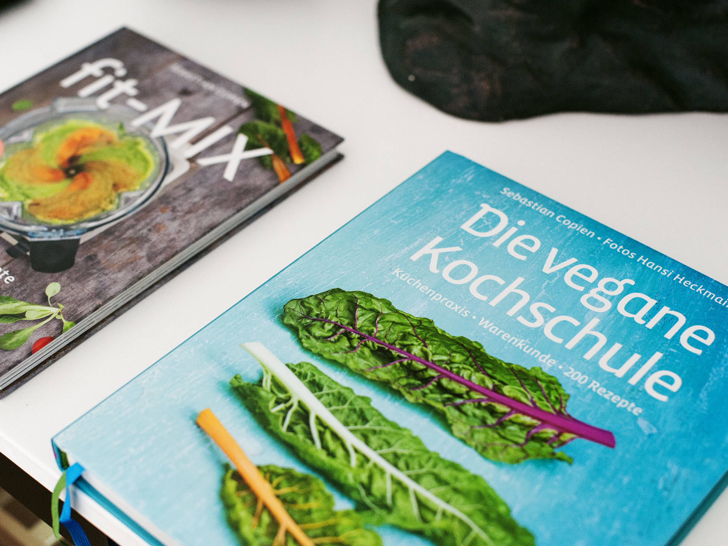 """If you want to find other delicious and healthy blender recipes, then check out Sebastian's book """"Fit-Mix""""(ZS Verlag) where you'll find many other tasty breakfast smoothie ideas for every day and season.  Find the whole recipe in the video!"""
