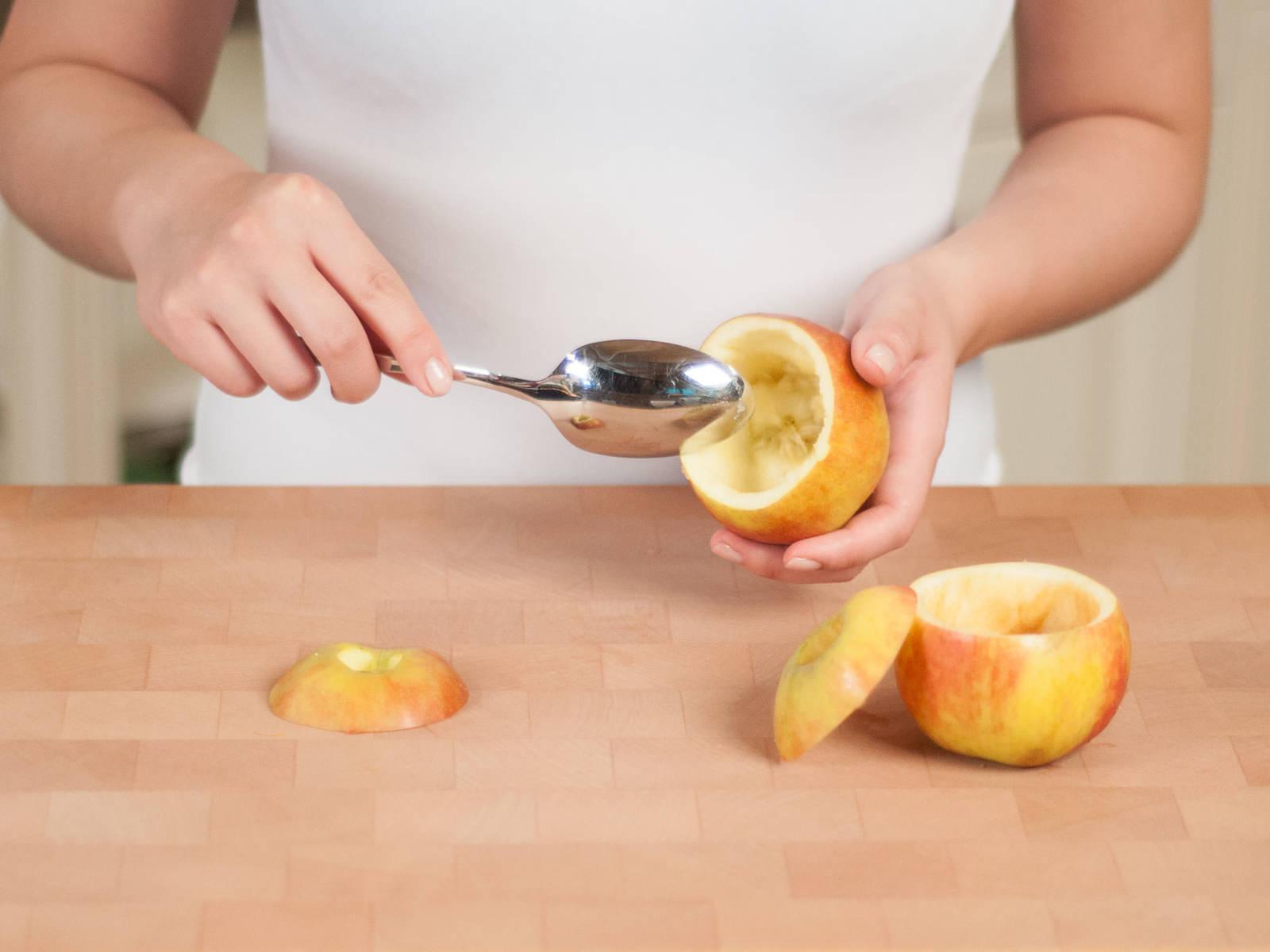 Backofen auf 180°C vorheizen. Oberen Teil der Äpfel abschneiden und als Deckel aufheben. Mit einem Löffel das Kerngehäuse aushöhlen. Äpfel mit den Deckeln in eine Auflaufform stellen und ca. 10 – 15 Min. backen. Aus dem Ofen nehmen und beiseitestellen.