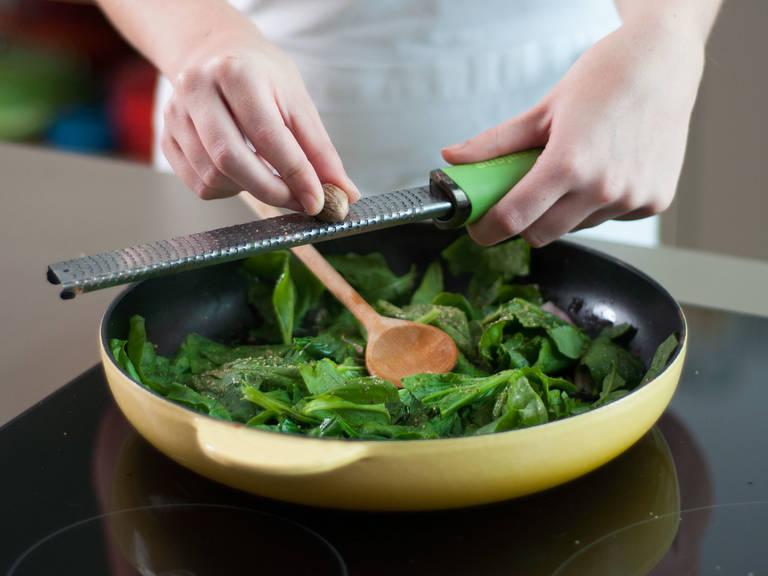 Etwas Pflanzenöl in einer großen Pfanne erhitzen und Schalotte ca. 1 – 2 Min. dünsten. Anschließend Spinat hinzugeben und ca. 1 – 2 Min. kochen, bis er zusammengefallen ist. Muskatnuss in die Pfanne reiben und sorgfältig umrühren. Pfanne vom herd nehmen.