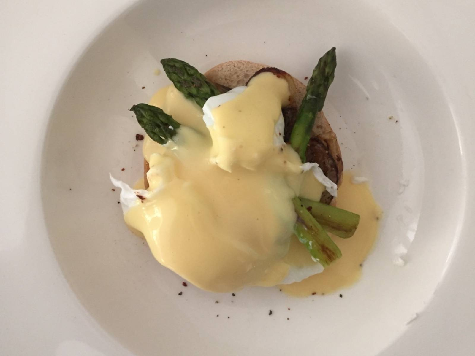 Serve with Hollandaise sauce and enjoy!