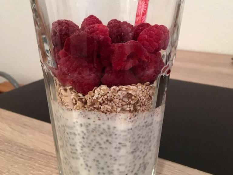 Add frozen raspberries on top, or other berries of choice, but it's best to use frozen ones as they help the rolled oats to soak in.