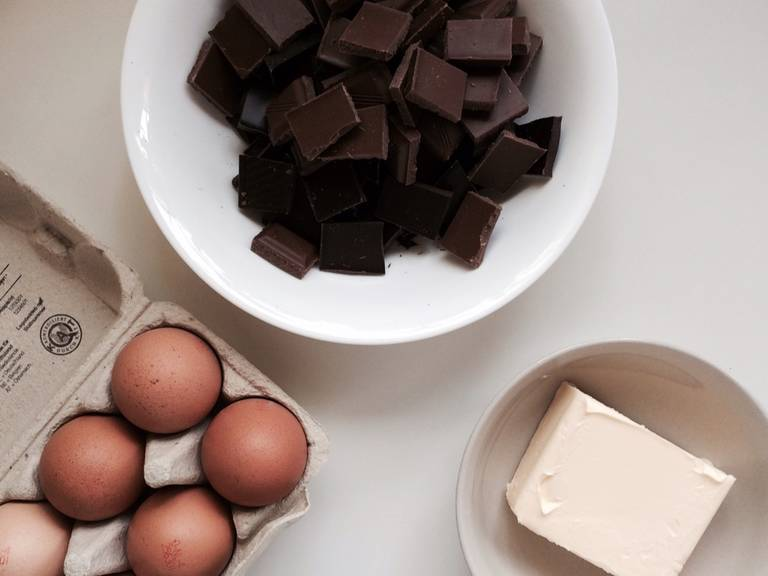Roughly chop chocolate. Combine flour and baking powder. Grease springform pan and dust with flour. Preheat oven to 150°C/300°F (convection).