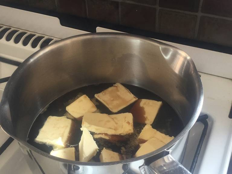 Pre-heat the oven to 160°C/320°F and grease the baking pan. In a saucepan, heat the Guinness and chopped butter until the butter melts.