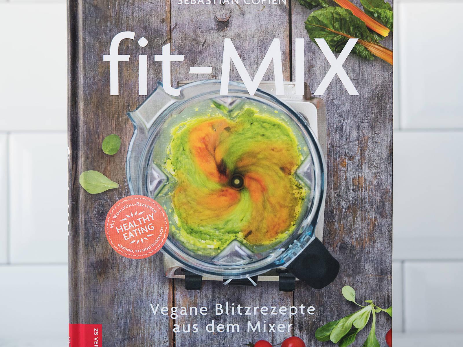 这道美味汤品和更多快手食谱都能在我的食谱书《Fit-Mix》中找到(ZS出版社)。