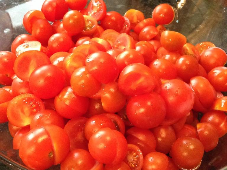 Pre-heat oven to 170°C/340°F. Wash and halve cherry tomatoes.