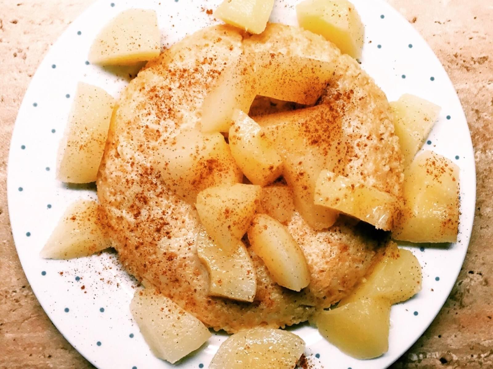 Anschließend vorsichtig aus der Schüssel auf einen Teller stürzen und nach Wahl mit Obst oder pur genießen.