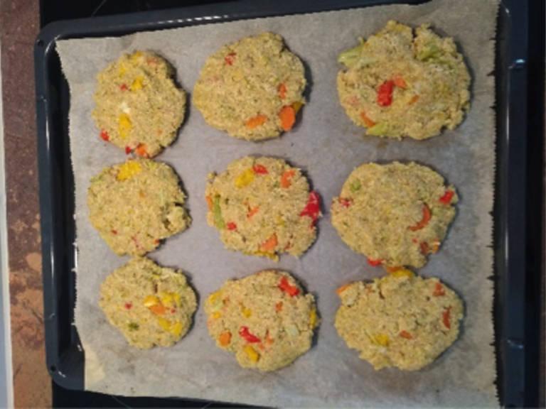 以200℃烤馅饼20分钟。然后放凉,佐以清淡沙拉、农场芝士或者牛油果享用。