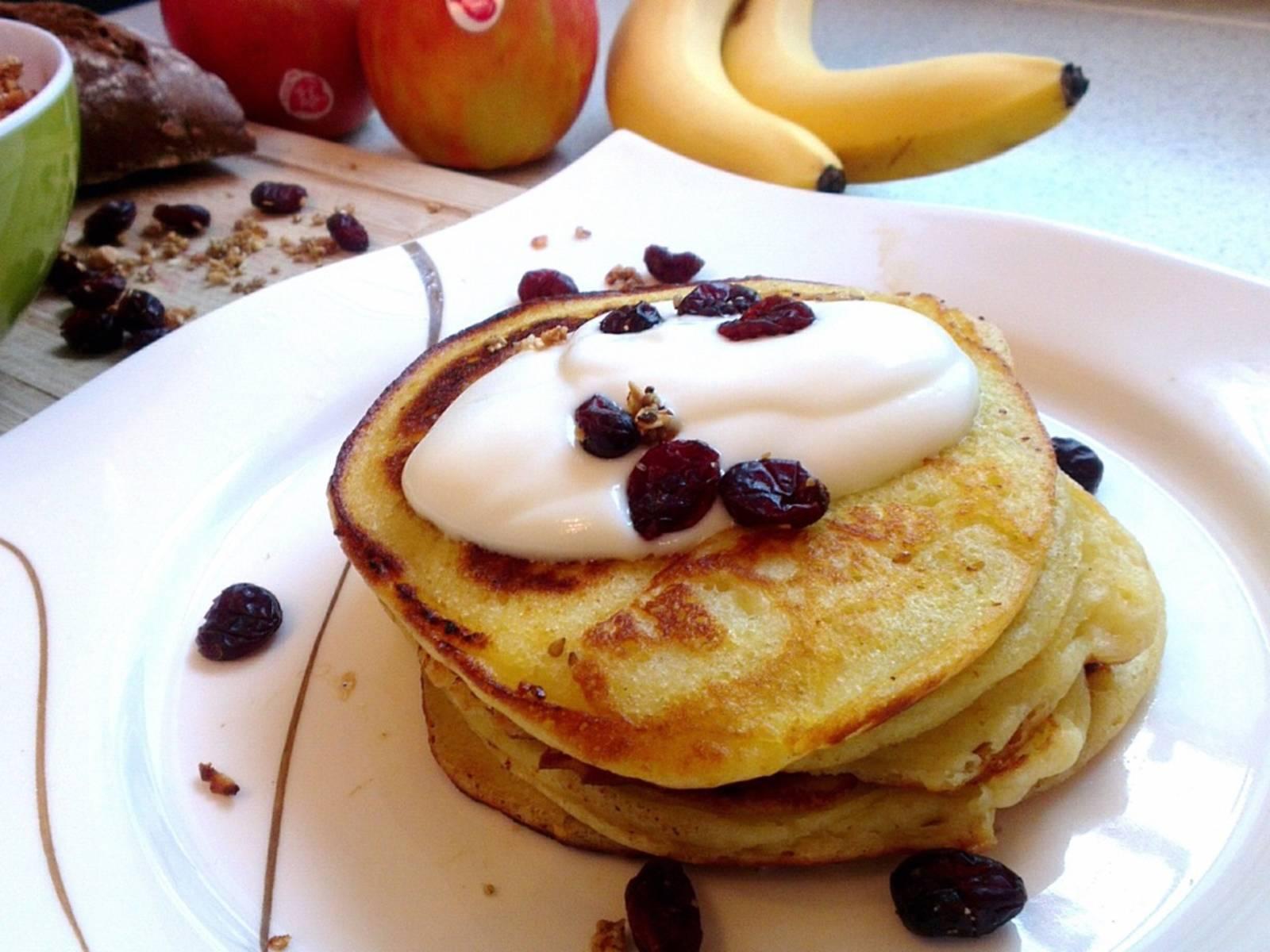 Die Pancakes schmecken auch lecker mit Joghurt und Cranberrys oder mit Schokoladensoße und Äpfeln.