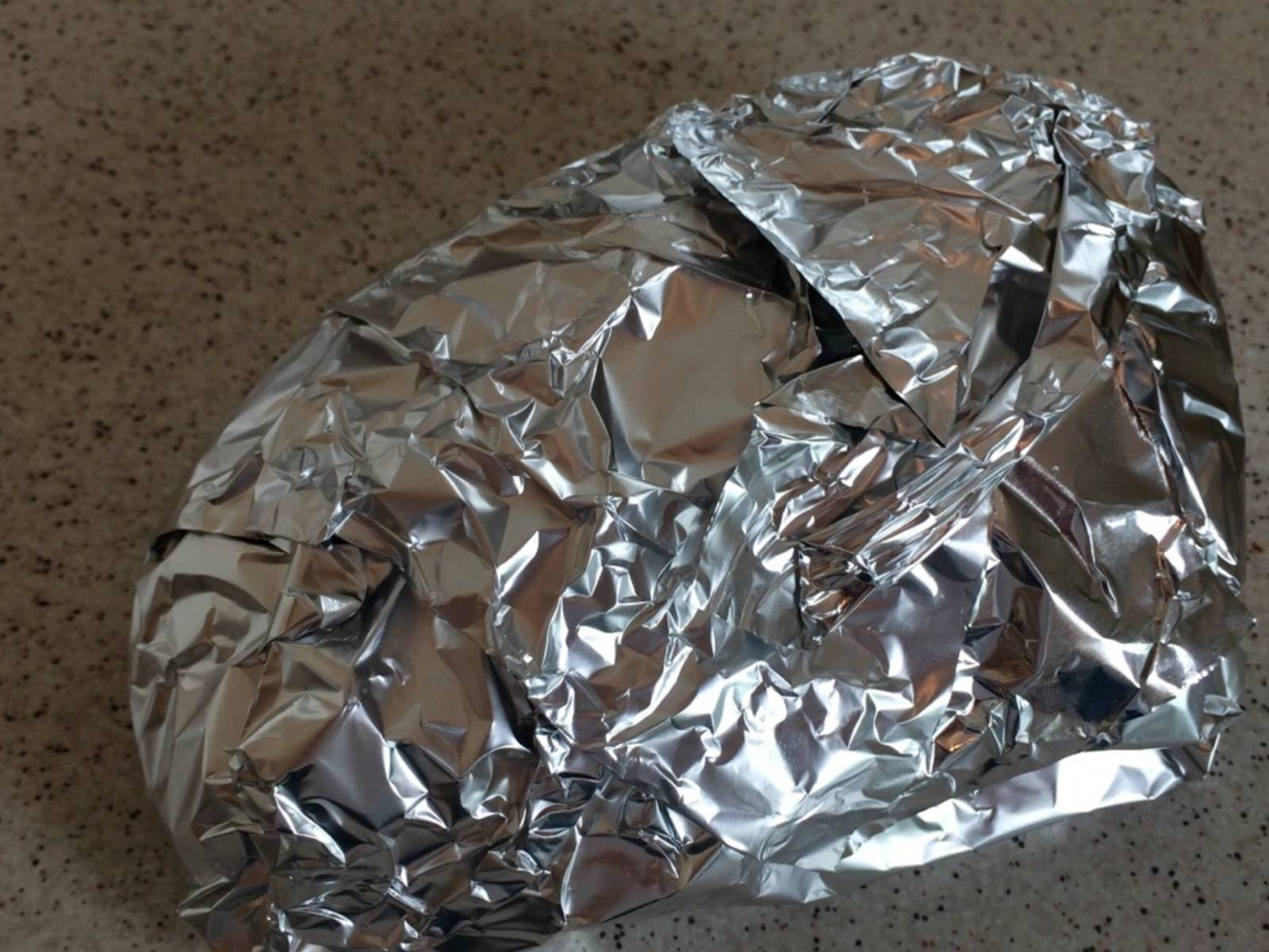 Remove duck breast from oven and rest for approx. 5 min. in aluminum foil. Slice and serve on top of the salad.