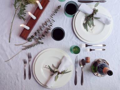 现代感十足的节日餐桌