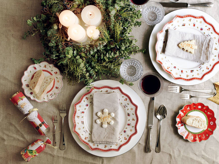 A Charming Holiday Table