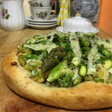 Gorgonzola-Brokkoli-Pizza