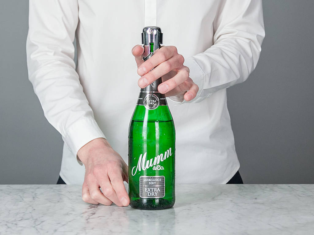 Eine Sektflasche richtig verschließen