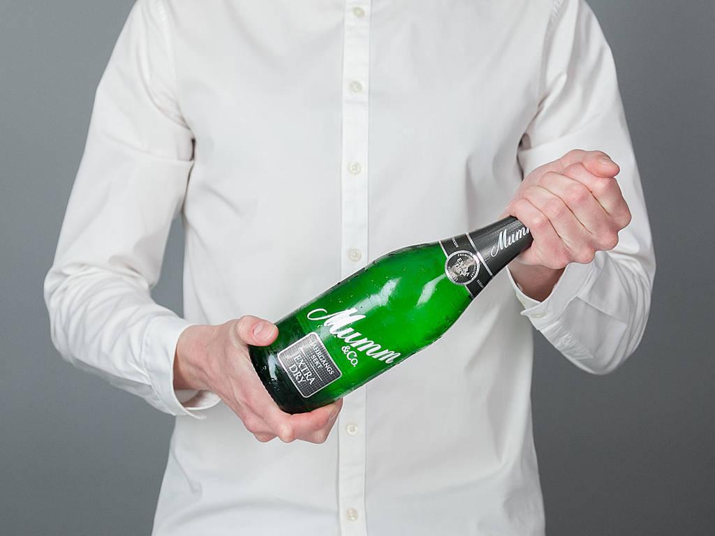 Eine Sektflasche richtig öffnen