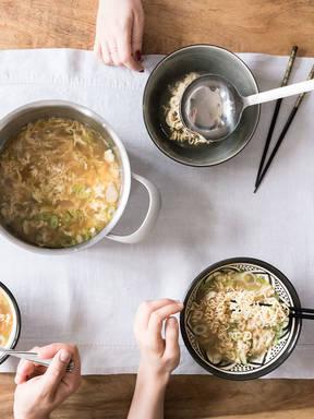 Eine Schüssel voller Glück: chinesische Eierflockensuppe