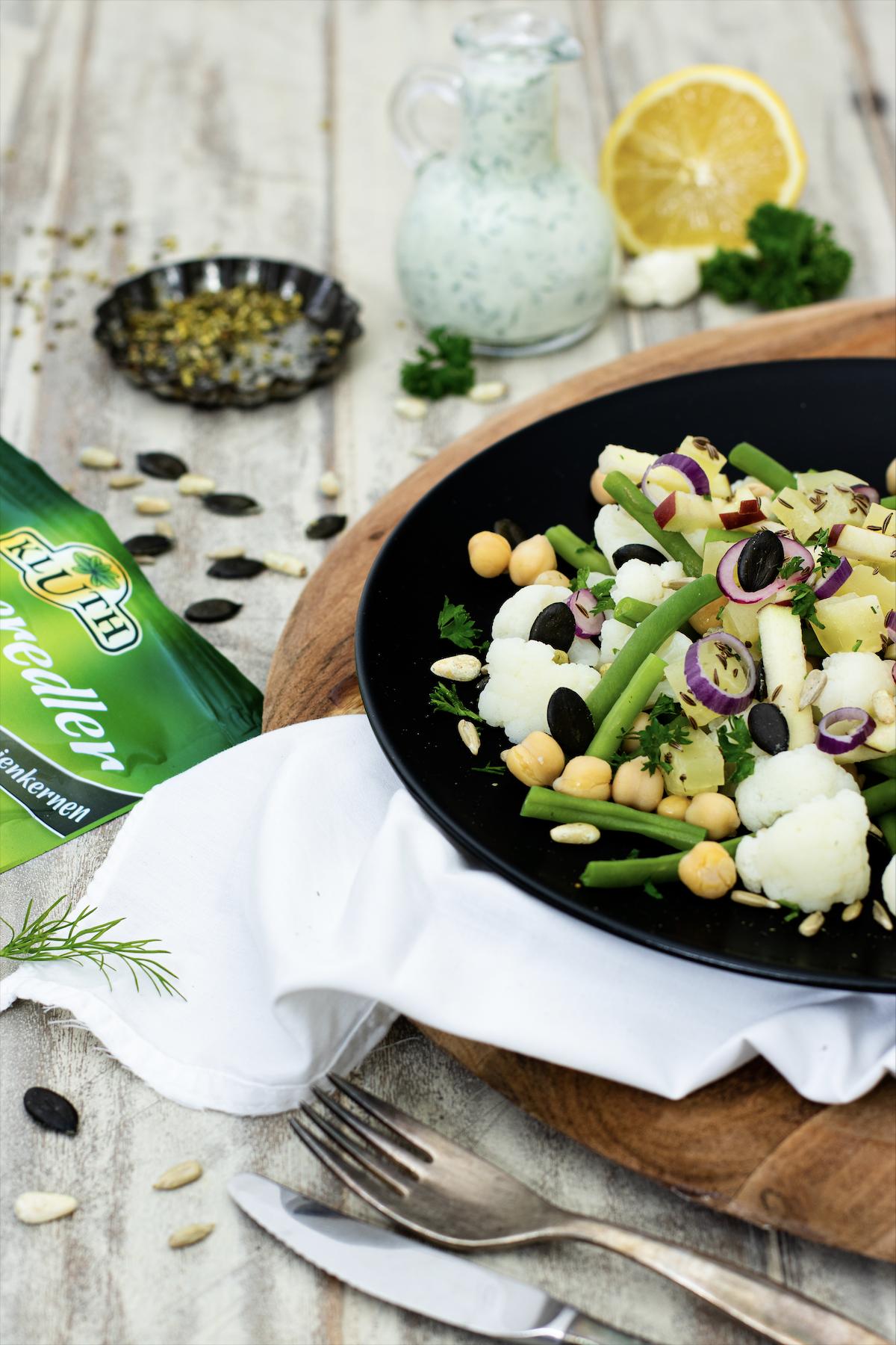 Blumenkohlsalat mit Kichererbsen und grünen Bohnen