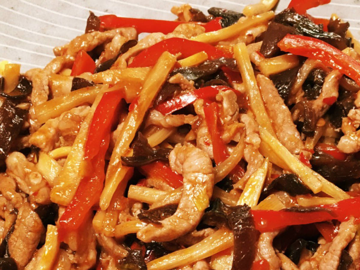 Pork stir-fry with bamboo shoots and mushrooms (Yú xiāng ròu sī)