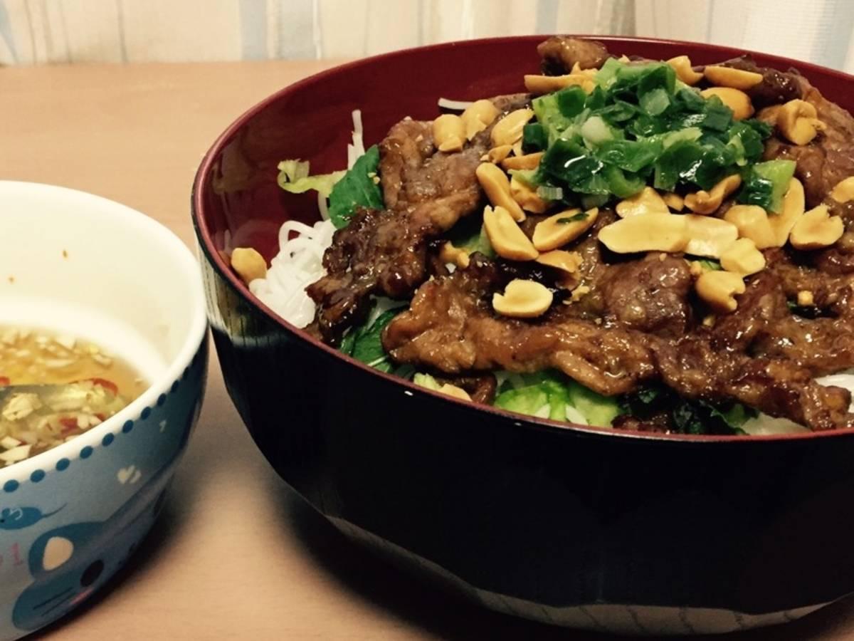 越南风味猪肉米粉 (Bún thịt nướng)