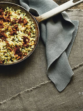 Spinach Spätzle with fried onions