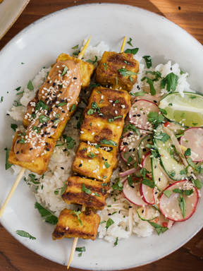 Tofu satay with cucumber salad and rice