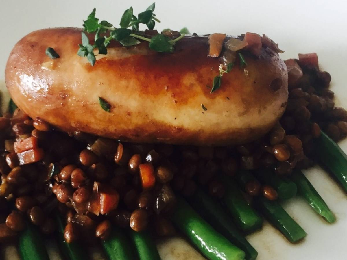 Bangers and lentils with green beans