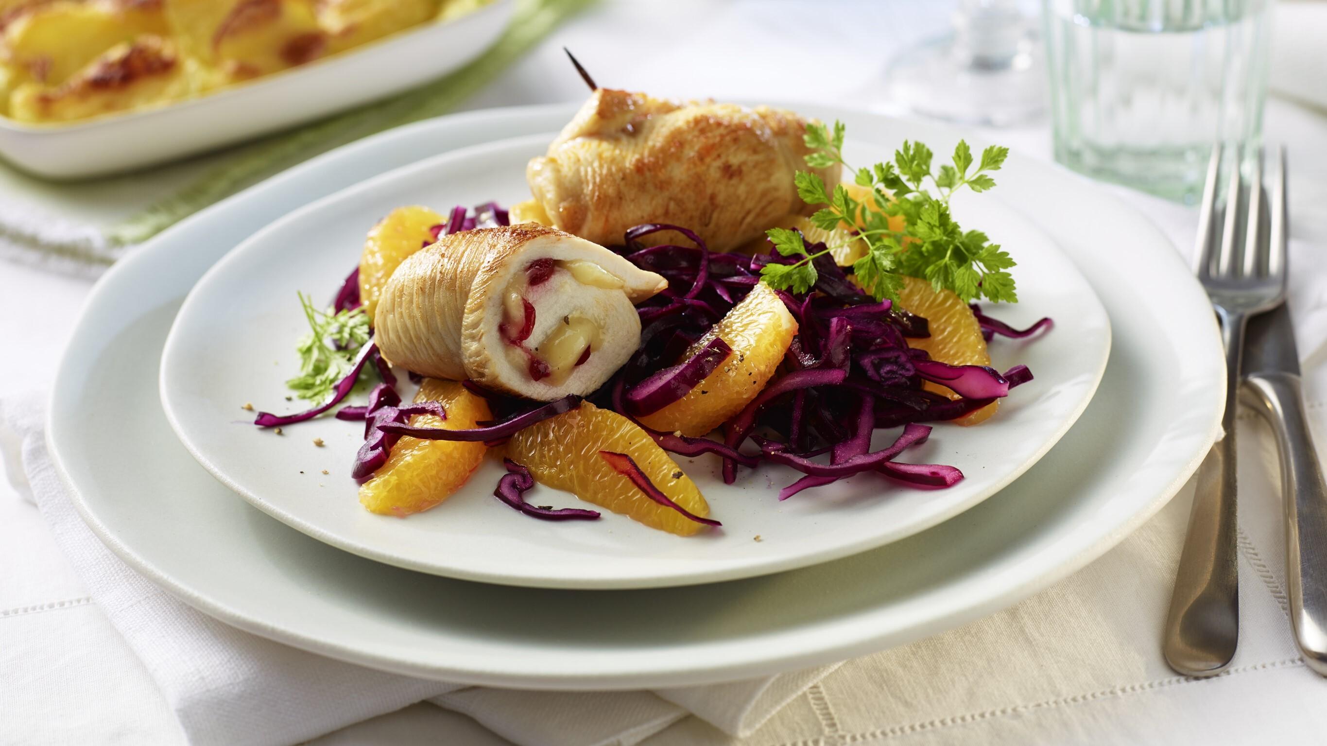 Hähnchen-Rouladen mit Camembert-Preiselbeer-Füllung