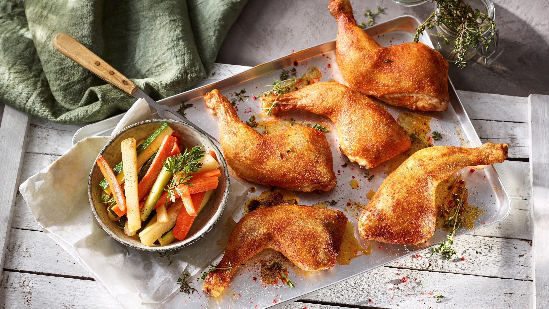 Hähnchenkeulen aus dem Ofen mit Ofengemüse-Sticks
