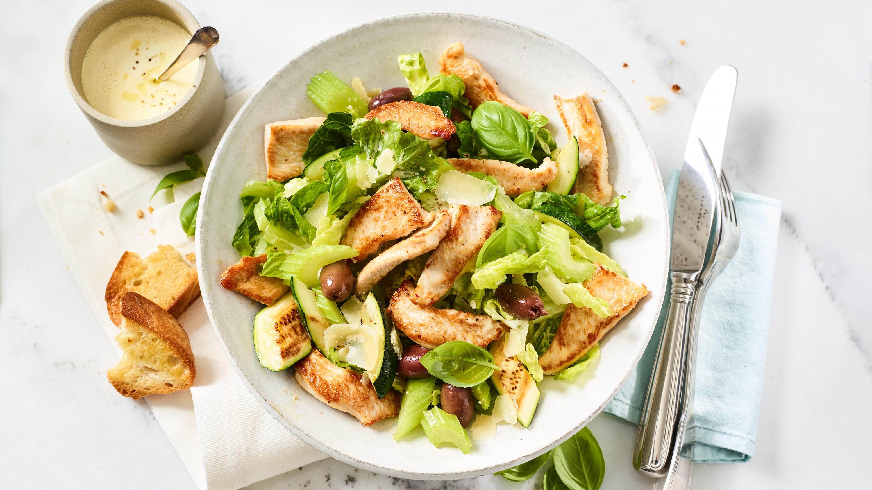 Putenstreifen mit Zucchini, Sellerie und Parmesan
