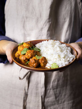 5-ingredient curried pork meatballs with rice
