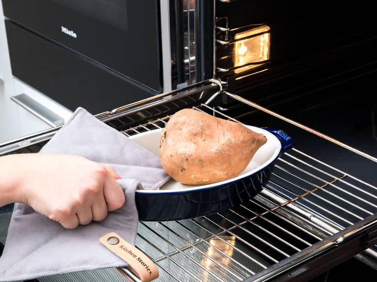 Backofen auf 175°C vorheizen. Eine Springform mit Backpapier auslegen. Süßkartoffel ungeschält in eine Auflaufform legen und für ca. 1 Std. backen.