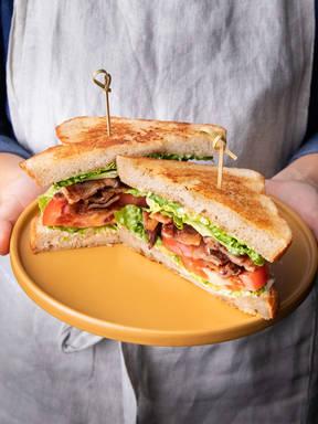 五品烩培根生菜番茄三明治