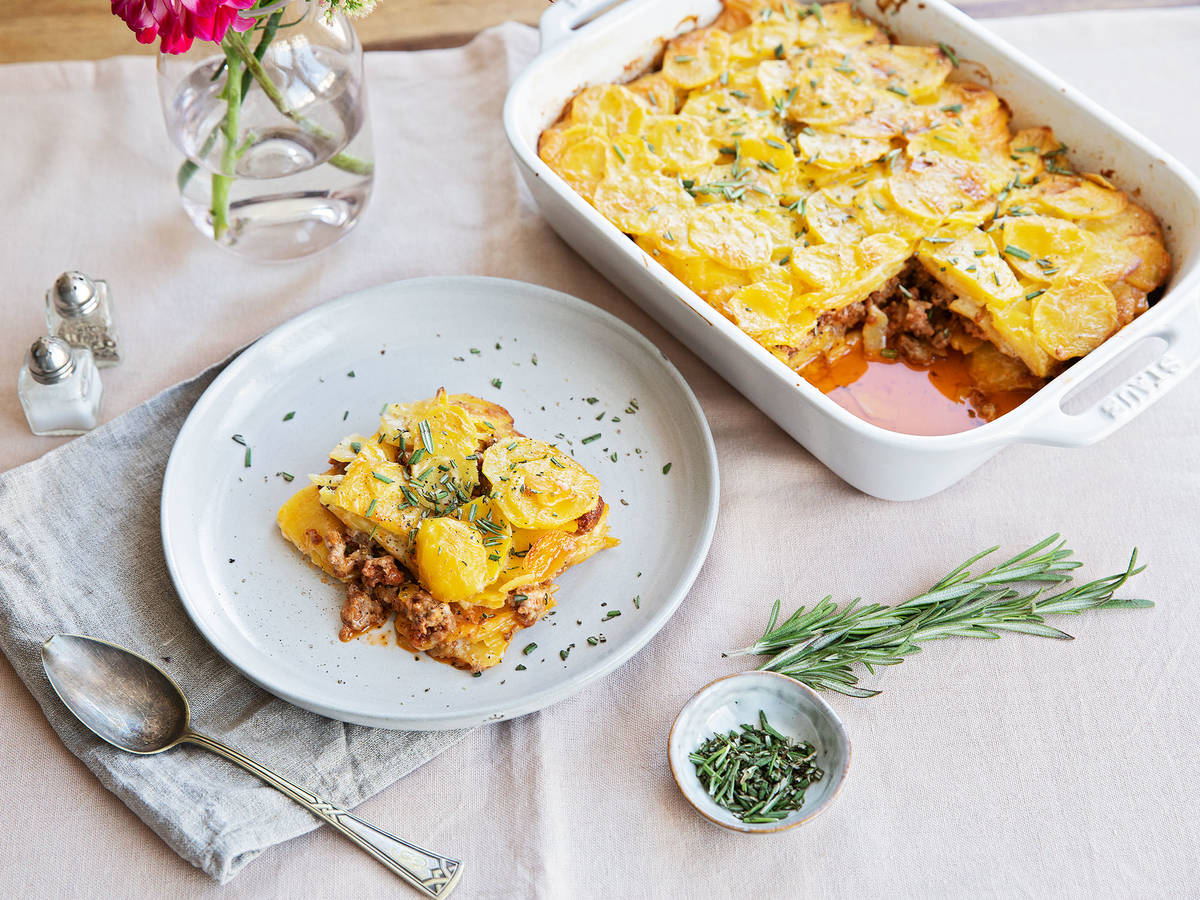 Creamy potato and meat gratin