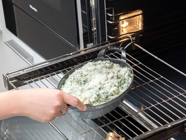 将烤盘放入烤箱然后以180°C用烤箱上层火灼烤大约8分钟,或者直至表层呈金棕色。待其冷却大约5分钟。然后佐以柠檬块、酥脆面包或者饼干一起食用,尽情享用吧!