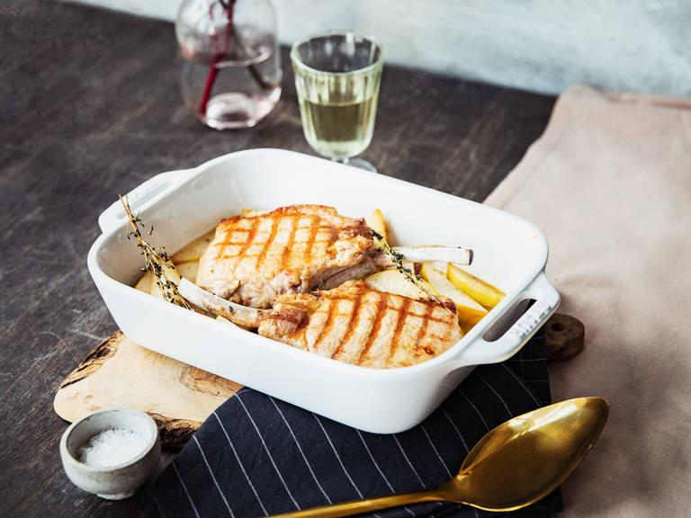 Roasted pork chops with caramelized pears and thyme